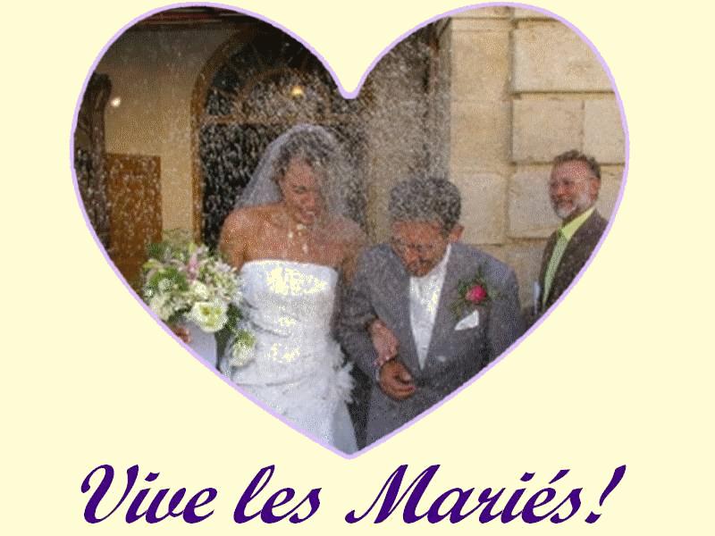 Pluie de fleurs de lavande à la sortie d'un mariage.